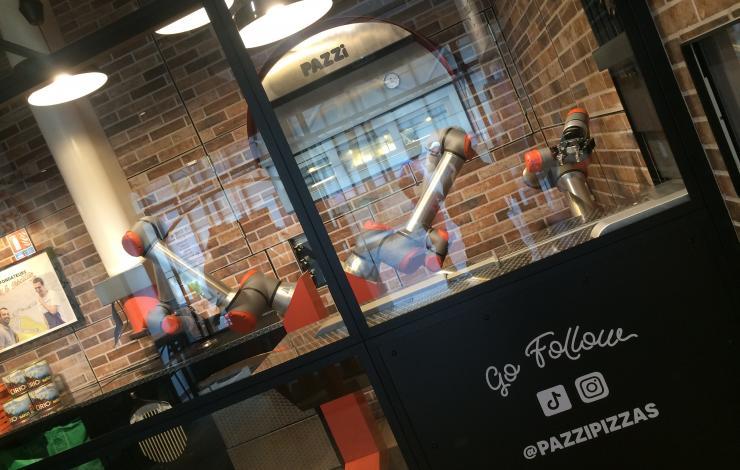 Chez Pazzi, le pizzaïolo est un robot