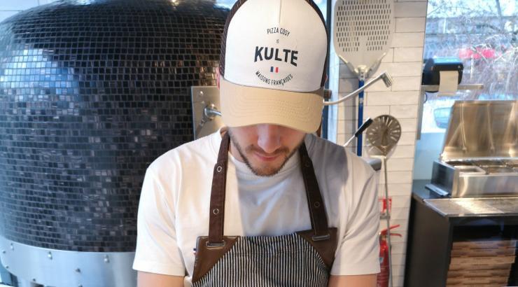 Pizza Cosy collabore avec 2 marques françaises pour le tablier et les casquettes
