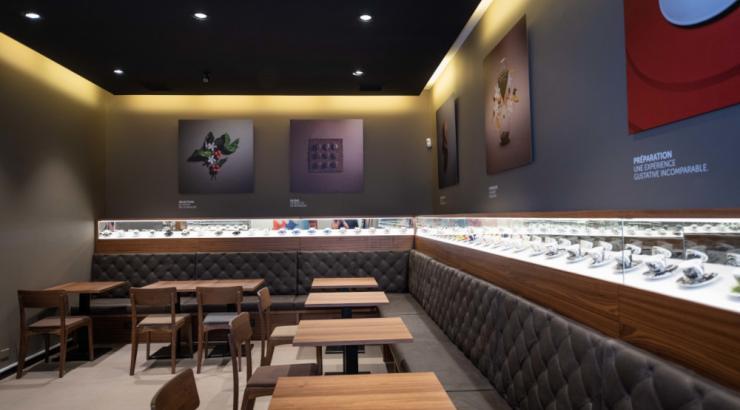 Illy rouvre deux cafés parisiens en mode vente à emporter et boutique