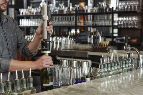 Système de préservation pour vins effervescents par Coravin