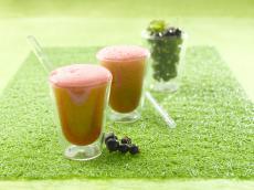 Cocktail de jus de cassis, gingembre et tonic