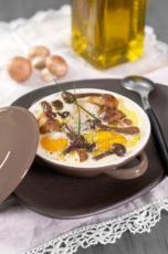 Cassolettes d'oeufs aux champignons et à l'huile d'olive extra vier