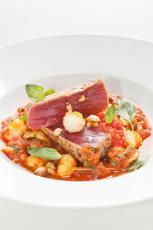 Pavé de thon rouge, gambas et orrichiette à la pulpe de tomate Mutti