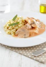 Aiguillettes de poulet, coquillette au bouillon de légumes