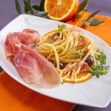 Linguine à l'orange, olives Cailletier et jambon de Parme