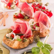 Salade grecque, Friselle et jambon de Parme