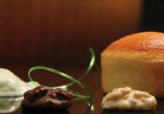 Muffins au Parmigiano-Reggiano compotée de kiwi et noix chocolatées