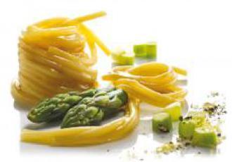 Spaghetti aux œufs et asperges au parfum de citron