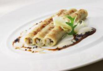 Macaronis farcis à la truffe noire, artichaut et foie gras de canard,