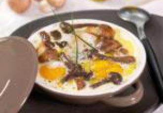 Cassolettes d\'oeufs aux champignons et à l\'huile d\'olive extra vier
