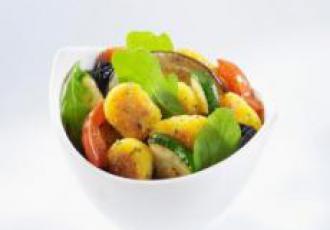 Salade de polenta comté et basilic aux légumes