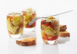 Verrines de poivrons marinés et ravioles au basilic
