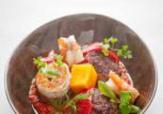 Crevettes, curry d\'agneau, citronnelle, coco, pulpe de tomate Mutti