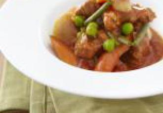 Sauté d\'agneau à la tomate et aux petits légumes