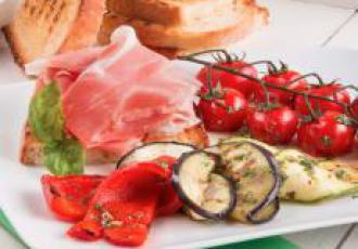 Légumes grillés aux herbes, épices et jambon de Parme