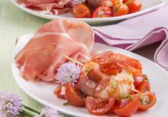 Brochettes de crevettes et jambon de Parme, tomates cerises